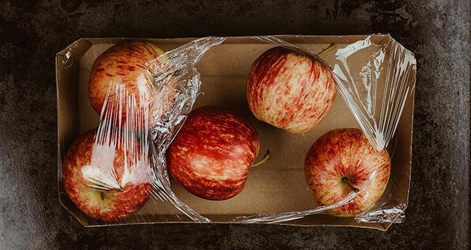 Une trentaine de fruits et légumes frais ne pourront plus être vendus dans un emballage plastique, à compter du 1er janvier 2022. Photo : stefanie / Adobe Stock