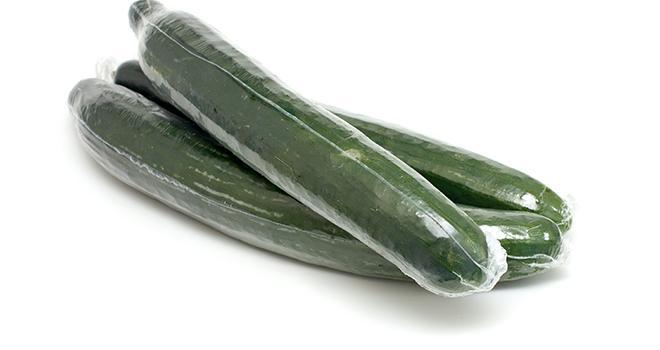 Le décret encadrant l'interdiction des emballages plastiques autour des fruits et légumes frais vient d'être publié ce 12 octobre 2021. Photo : Adobe stock
