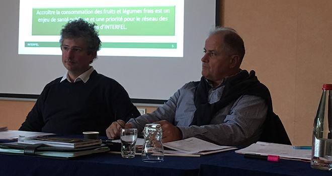 Joël Boyer (à droite) demande aux metteurs en marché de ne pas se détourner de la prune française, malgré le recul des récoltes 2018. Photo : B.Bosi/Pixel Image