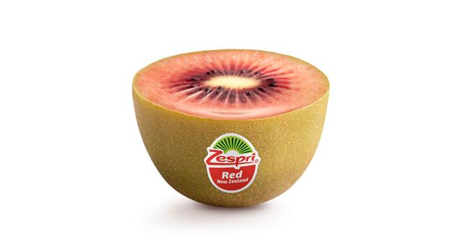 Légèrement plus petit que les kiwis verts et jaune, le kiwi Zespri Red doit sa couleur rouge à l'anthocyane. Photo : Zespri