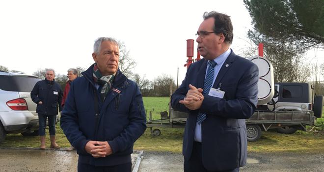 Patrice Vulpian et Charlie Gautier, coprésidents de la FNPF, ont accueilli les producteurs de fruits au cœur des vergers sarthois. Photo : B.Bosi/Media&Agriculture