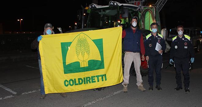 Les agriculteurs italiens de la Coldiretti ont mis à disposition leur matériel de pulvérisation pour désinfecter les rues. Photo : Coldiretti