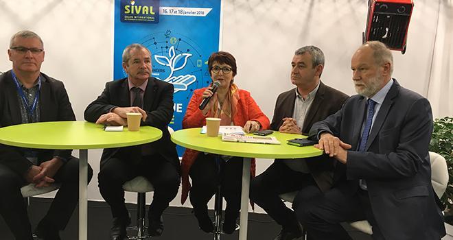 Christiane Lambert et Jacques Rouchaussé (au centre) au Sival 2018. Photo : B.Bosi/Pixel Image