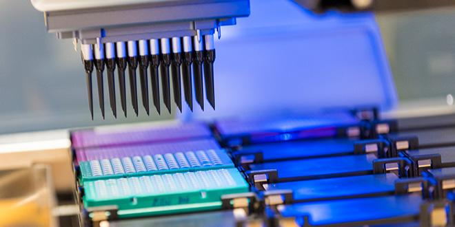 Criblage robotisé de produits SDP par qPFD®.