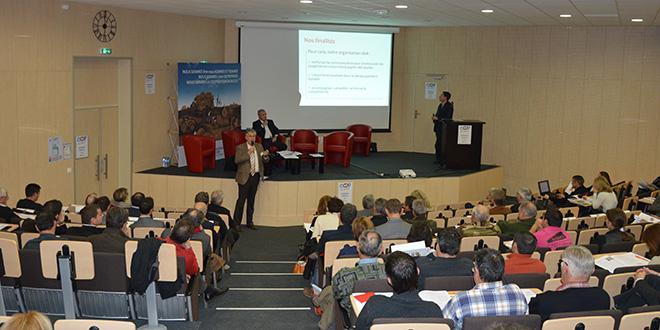 """Au micro, Didier Marie, le directeur de Coop de France Alpes Méditerranée lors de l'AG du 4 décembre : """"Notre plan d'actions 2014-2020 est ambitieux mais riche en promesses de réussite pour la coopération régionale""""."""
