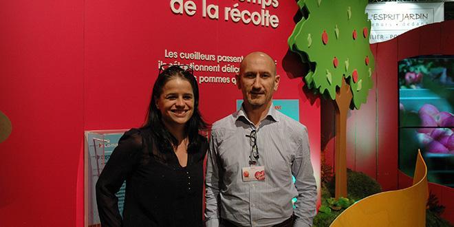 Thierry Mellenotte, directeur de Pink Lady Europe et Catherine Megelas, community manager, sur le 1er stand Pink Lady au SIA 2016.