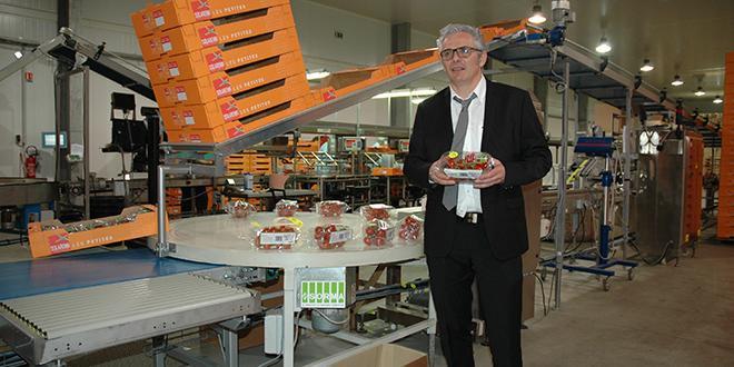Christophe Rousse, président de Solarenn, devant l'une des lignes de conditionnement modernisées en 2016.