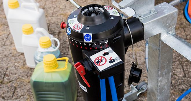 Système de transfert fermé easyconnect, compatible avec divers bidons. Photo : BASF
