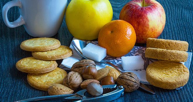 L'encas préféré des Français est le fruit frais, devant les biscuits et les snacks croustillants. Photo : guitou60/Adobe stock
