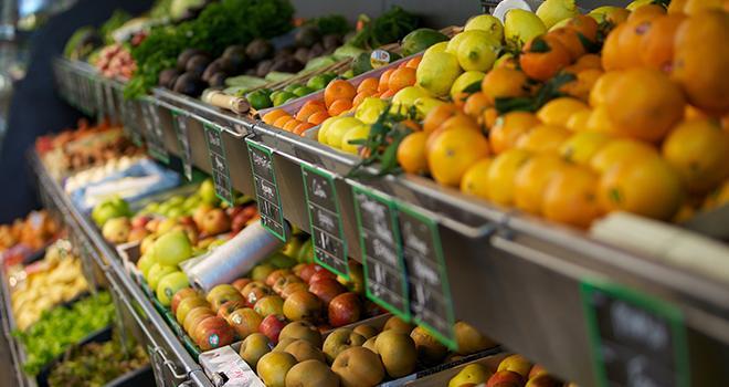 Même s'ils n'en ont pas conscience, les consommateurs sont influencés par l'emballage des fruits et légumes. Photo : DreanA/Fotolia