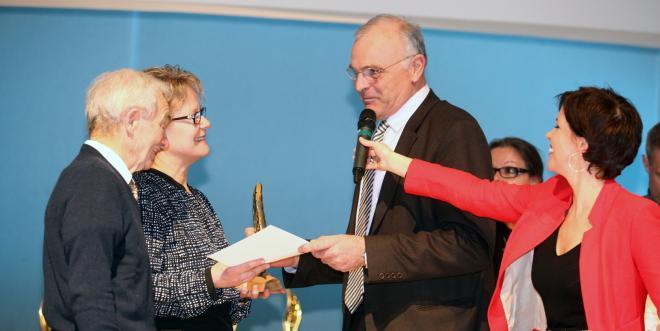Laurence et Arsène Maillard, directeurs d'Agro Selection Fruit, se sont vus remettre le Prix de la dynamique agricole de la Banque populaire, le 12 février dernier.