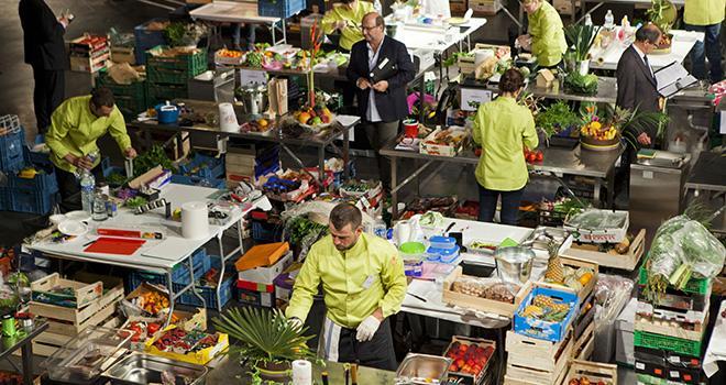 Épreuve de qualification pour les Meilleurs Ouvriers de France primeurs en mai 2014. Les 14 prétendants au titre retenus seront jugés au Salon de l'agriculture le 28 février prochain.