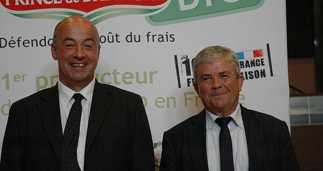 Marc Keranguéven (à gauche) succède à Joseph Rousseau à la présidence du Cerafel. Photo : D.Bodiou/Pixel mage