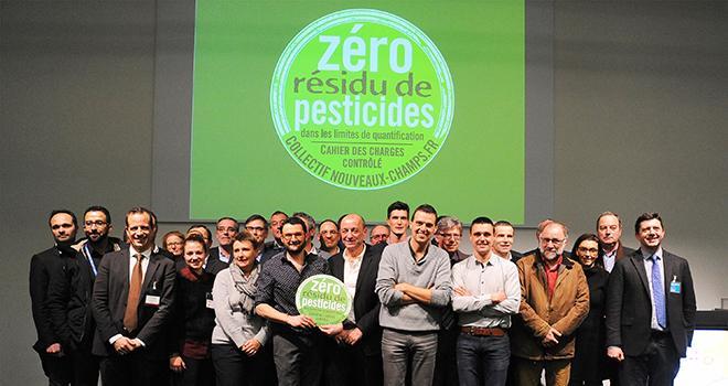 """Les membres du collectif Nouveaux champs lancent la marque """"Zéro résidu de pesticides"""". Photo : Nouveaux champs"""