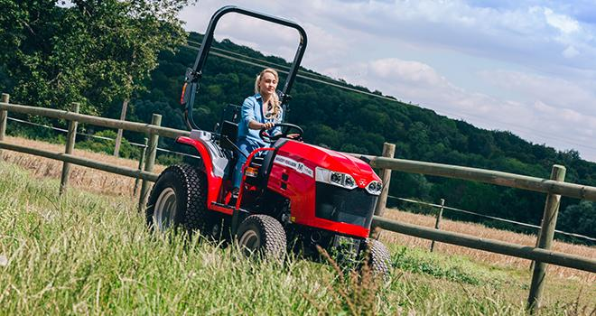 Massey Ferguson lance sa nouvelle série de tracteurs compacts MF 1700 M.  Photo : Massey-Ferguson