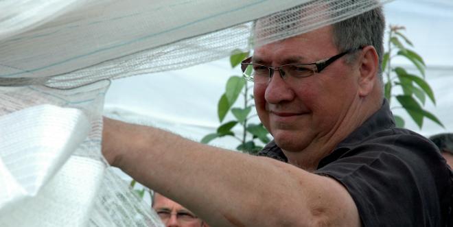 Nicolas Benz redoute la menace que Drosophila suzukii fait peser sur la prochaine campagne. Photo : F.M / Pixel Image