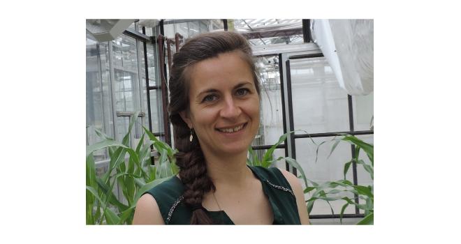 Klervi Crenn vient renforcer les compétences de l'équipe R&D de qualité et santé des plantes sur les volets « étude de communautés microbiennes » et « compréhension du mode d'action des produits de biocontrôle ou biostimulants ». Photo Vegenov