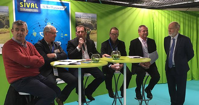 Philippe Rétière (pdt des Maraîchers Nantais), J.-Marc Lézé (pdt FRSEA Pays de Loire), Jérôme Volle (vice-pdt de la FNSEA), Luc Barbier (pdt de la FNPF), Jacques Rouchaussé (pdt de Légumes de Fce) et Bruno Dupont (pdt du Sival). Photo : b.bosi/ATC