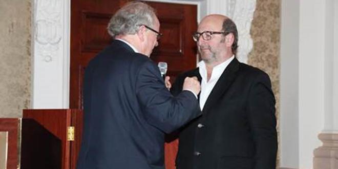 Lors de la convention, Louis Orenga, directeur général d'Interfel, a remis l'insigne de chevalier de l'ordre du Mérite agricole à Christian Berthe, président de l'UNCGFL.