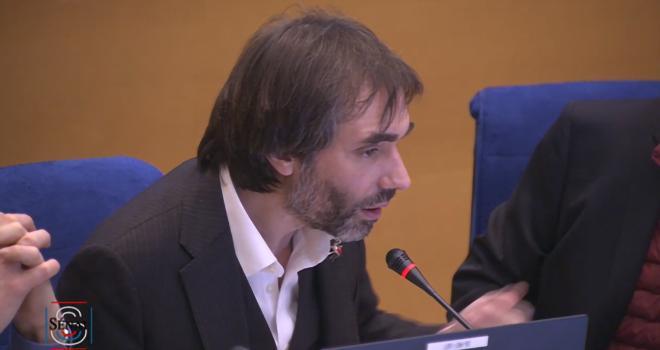 Cédric Villani, président l'Opecst, intervient sur les SDHI. Photo : Public Sénat