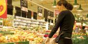 Familles Rurales indique dans son enquête que seule 1 famille sur 3 atteint la recommandation de consommer au moins 5 fruits et légumes par jour. © Eric Isselée / Fotolia