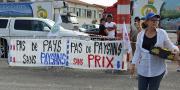 """FDSEA et JA de Vaucluse et Bouches-du-Rhône ont uni leurs forces ce jeudi 2 juillet pour la mobilisation générale """"+de prix, -de normes"""". Photo: L.Rubio/Pixel Image"""