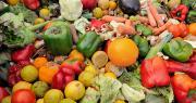 82 % des Français jettent des fruits et légumes dès lors qu'ils sont jugés trop mûrs ou en partie moisis. Photo TheStockCube/Adobe stock
