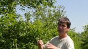 Alex Franc, arboriculteur en Ariège, présente ses stratégies de lutte biologique par conservation et sa gestion de la biodiversité à travers deux vidéos réalisés par Osaé.