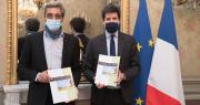 Serge Papin a remis le 25 mars son rapport à Julien Denormandie, ministre de l'Agriculture et de l'Alimentation. Photo Cheick Saidou / agriculture.gouv.fr