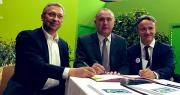Didier Guillaume, ministre de l'Agriculture et de l'Alimentation ; Philippe Mauguin, P-DG de l'Inra ; et Éric Thirouin de la FNSEA ont signé le préambule du contrat de solutions. Photo : Min Agri