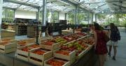 Au Mas des agriculteurs, un soin particulier est apporté à la manière de valoriser les produits, grâce à un partenariat avec l'école des beaux-arts de Nîmes. Photo : chambre d'agriculture du Gard